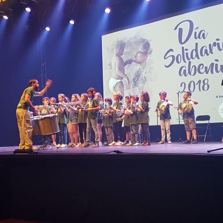 Foto del concierto del grupo de batucada infantil en La Esfera de Alcobendas
